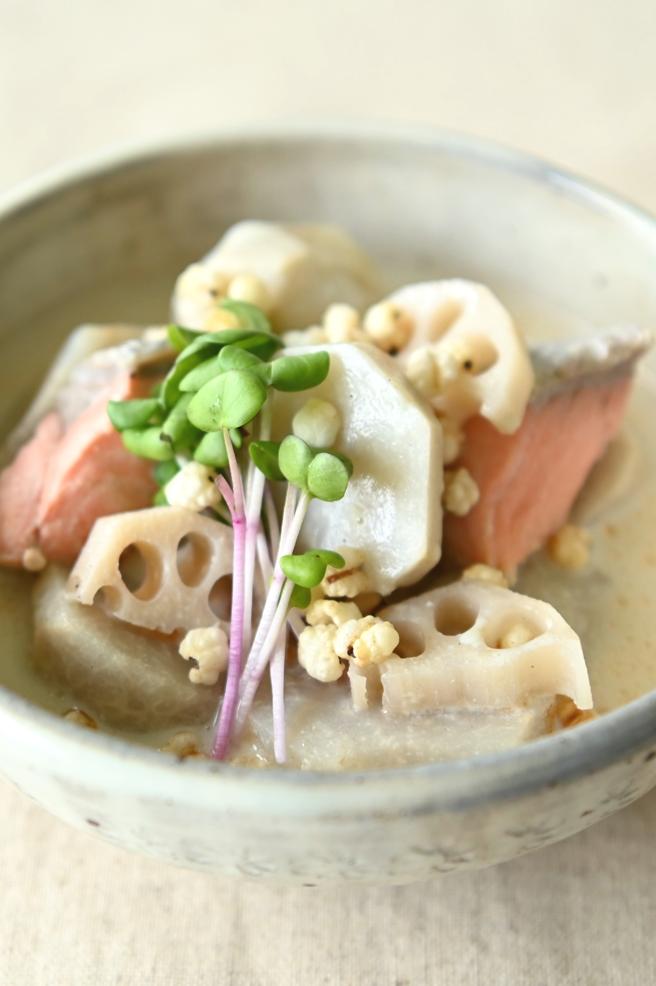 レンコンと里いもの豆乳スープ はとむぎトッピング