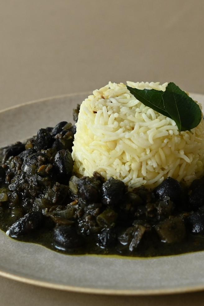 黒ごま黒豆の黒いカレー